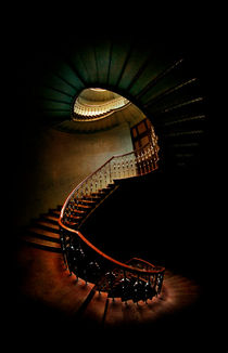 Spiral staircase in green and red von Jarek Blaminsky