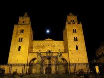 Sizilien, Cefalu in der Nacht by gabriela baumann