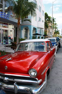 Oldtimer am Ocean Drive in Miami Beach von mellieha
