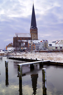 Petrikirche in Rostock an der Warnow im Winter by Sabine Radtke