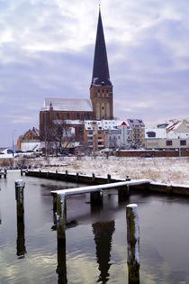Petrikirche in Rostock an der Warnow im Winter von Sabine Radtke