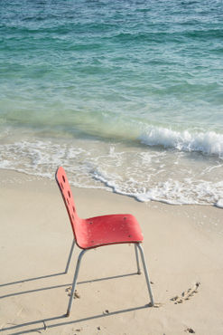 Single-red-chair-at-beach