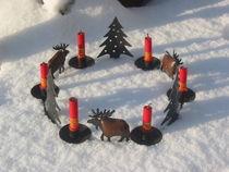 Kerzenkranz im Schnee von Angelika  Schütgens