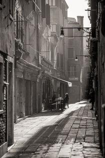 Gasse in Venedig by Andreas Müller
