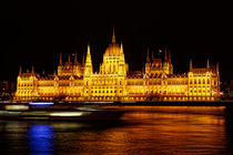 Night view of Hungarian Parliament Building von ebjofrie