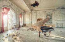 Altes Klavier by christopher prenzel