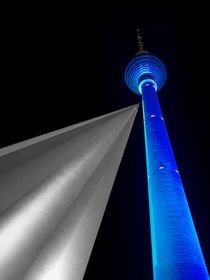 Blauer Fernsehturm / Blue TV Tower by Franziska Mohr