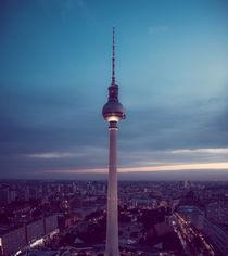Berliner Fernsehturm zur blauen Stunde by Franziska Mohr