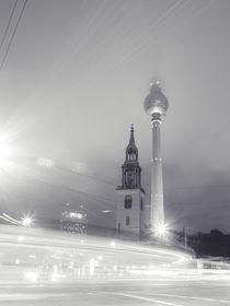 Fernsehturm im Nebel s/w von Franziska Mohr