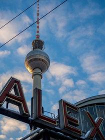 Fernsehturm mit Schäfchenwolken by Franziska Mohr