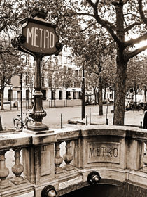 Le Metro de Paris - Classic station at Champs Elysees Avenue with stylish sign von Carlos Alkmin