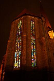 Erleuchtete Chorfenster von Sabine Radtke