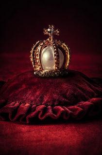 Golden crown by Jarek Blaminsky