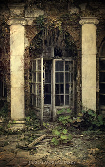 Forgotten chamber by Jarek Blaminsky