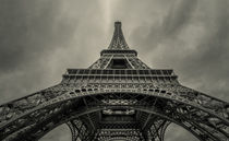 Paris - looking up the Eiffel tower by Toon van den Einde
