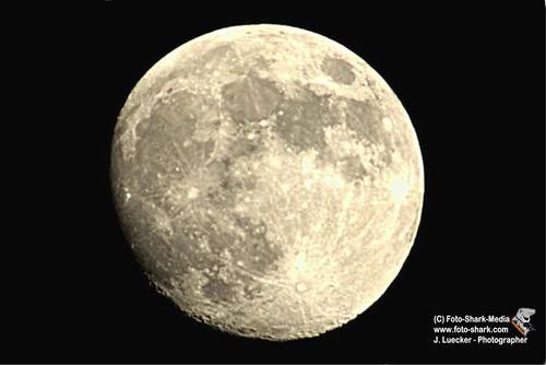 Mond-bei-nacht-01-lo