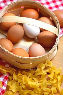 Landeier und Eiernudeln by lizcollet