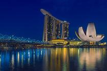 Singapore & Blue Hour by Luis Henrique de Moraes Boucault