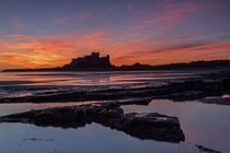 Bamburgh Castle Sunrise von David Pringle