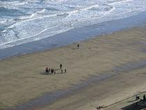 Down On Whitby Beach von Rod Johnson