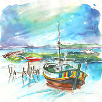 Boats in Carrasqueira in Portugal 02 von Miki de Goodaboom