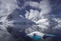 Icebergs in Antarctica by Frank Tschöpe