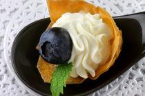 Blaubeer-sahne-strudel-fingerfood-liz-collets-nymphenburger-blaubeerschlemmerchen