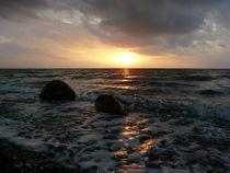 Sonnenuntergang am Flügger Strand mit Spiegelung von Simone Marsig
