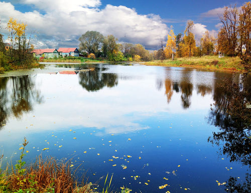 Pond-in-autumn-moscow-region-russia