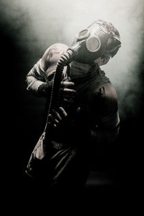 Gas-mask-man-with-smoked-3