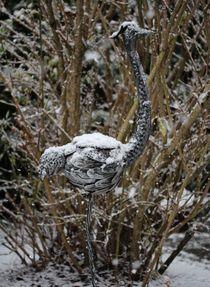 Flamingo-Skulptur im Schnee von Simone Marsig