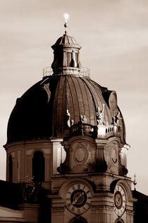 Kollegienkirche Salzburg in der Abenddämmerung von lizcollet