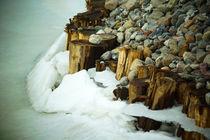 Eisbruch am Flussufer von Sabine Radtke