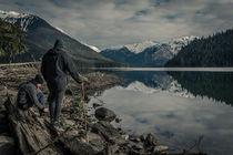 Wanderer mit Gletscherblick am Cheakamus See bei Whistler von Jochen Conrad