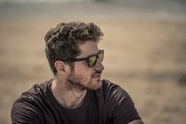 Portrait eines Mannes am Strand by Jochen Conrad