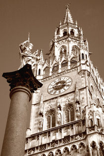 Mariensäule in München mit Neuem Rathaus by lizcollet