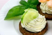 Pumpernickel mit Frischkäse und Gurke | Fingerfood by lizcollet
