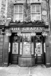 The Grapes Pub London by David Pyatt