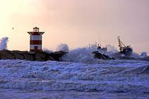 Storm at Scheveningen in the Netherlands at twilight von nilaya