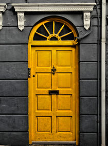 Yellow Door - Dingle by Christoph Stempel