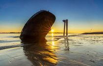 Bootswrack in der Elbe bei Hamburg von Dennis Stracke