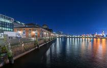 Nachts am St. Pauli Fischmarkt Hamburg von Dennis Stracke