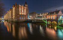 Nachts am Fleet in der Speicherstadt Hamburg Fleetschlösschen von Dennis Stracke