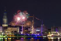 Feuerwerk über der Rickmer Rickmers in Hamburg von Dennis Stracke