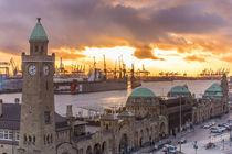 Sonnenuntergang am Stintfang Landungsbrücken Hamburg von Dennis Stracke