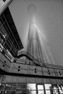 Berlin, Fernsehturm im Nebel von langefoto