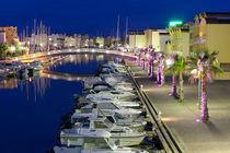 Der Yachthafen in Grussian in Südfrankreich nach Sonnenuntergang von Thomas Klee