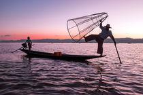 fisherman at Inle Lake in Myanmar at sunset von nilaya