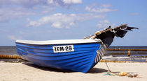 Boot am Strand by ir-md
