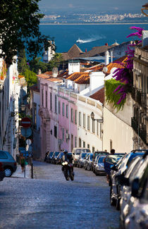 The steep streets of Lisbon von Sergey Tsvetkov